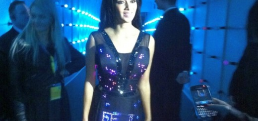Nicole Scherzinger glows in CuteCircuit's tweeting LED dress at the launch of Britain's 4G MN