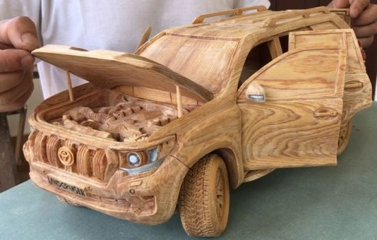 man-builds-detailed-toyota-land-cruiser-out-of-wood